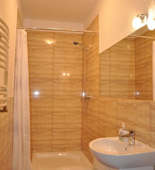 Łazienka w pokoju 4osobowym