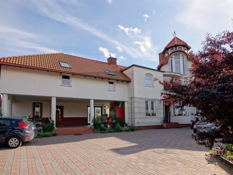 POD WIEŻĄ -lotnisko Gdańsk pokoje dla turystow i pracownikow