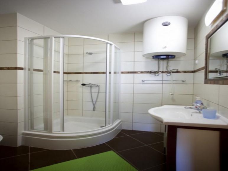 łazienka w pokoju 4 os,
