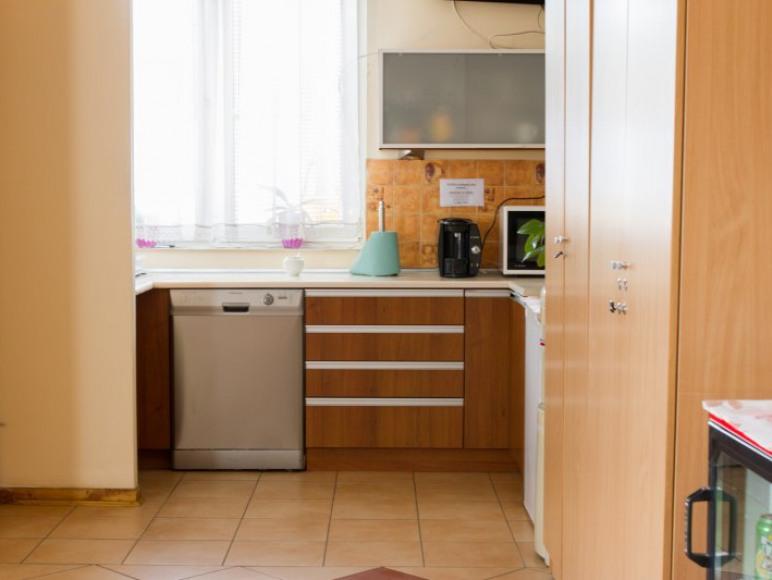 Aneks kuchenny (lodówka, mikrofalówka, zmywarka). Herabata i kawa gratis.