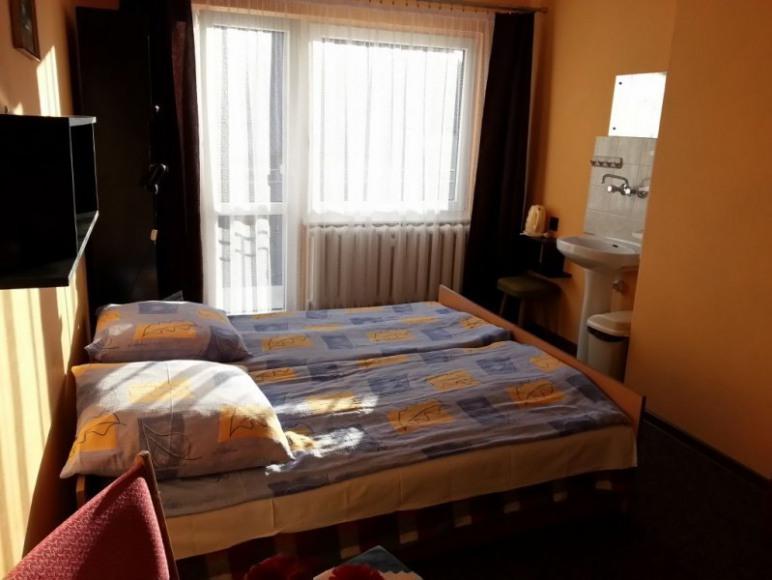 pokój 2/3 osobowy z balkonem