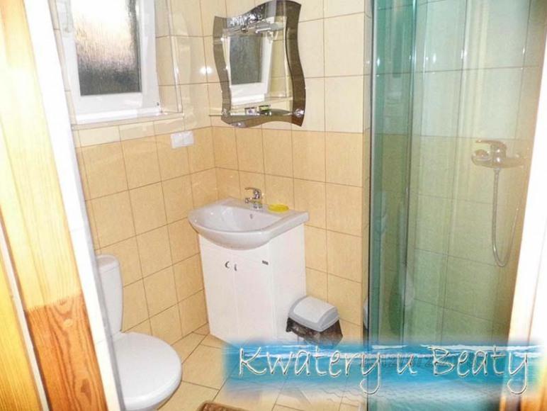 Łazienka w pokoju nr2.