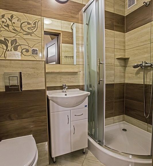 zd.10 - OW - Szarotka wystrój przykładowej łazienki w pokoju na I piętrze