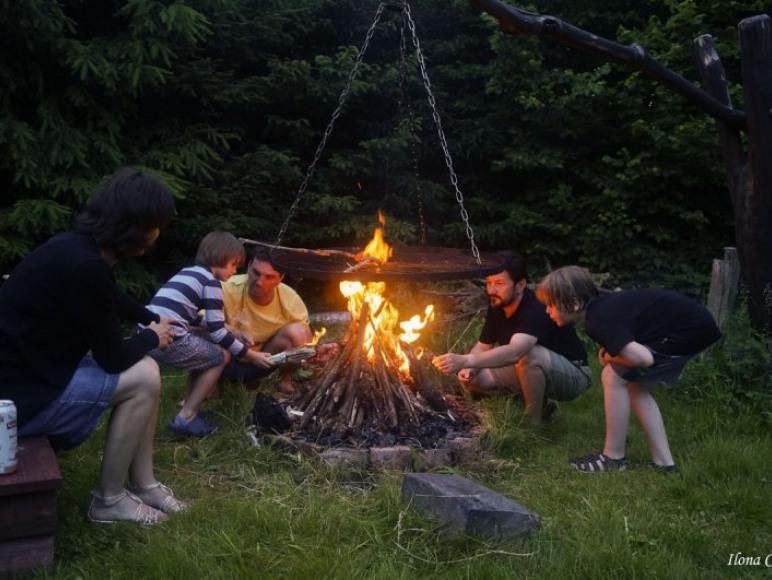 Wieczorem zawsze płonie ognisko