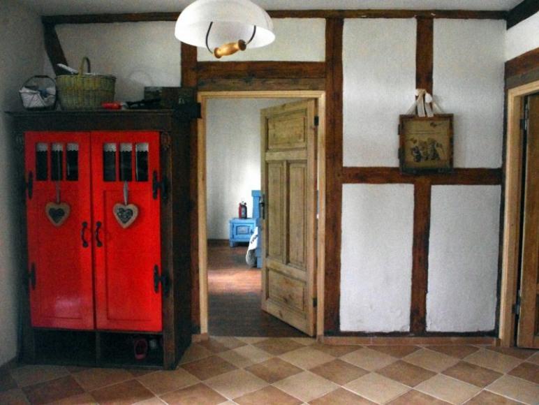 Sień domu i wejście do sypialni na parterze
