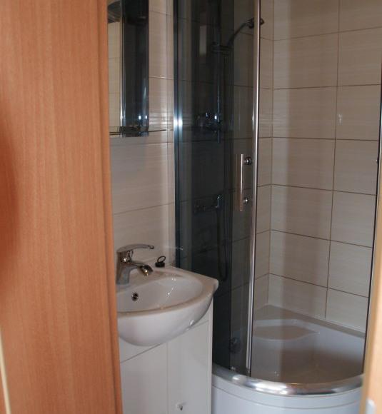 Pokój 4 osobowy z łazienką, tarasem , aneksem