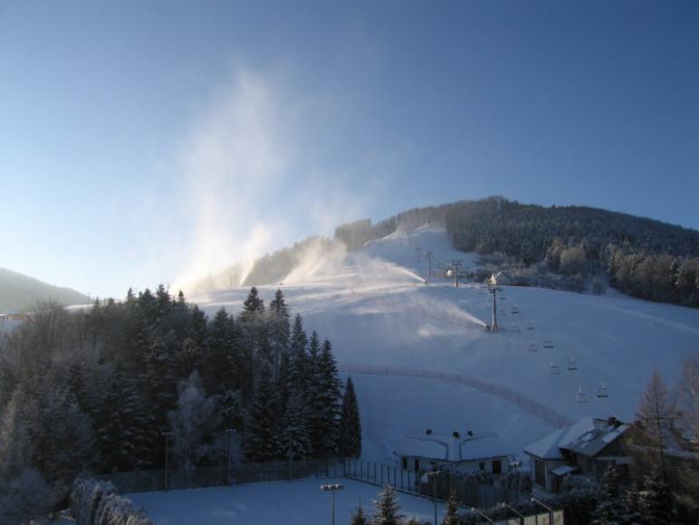 Wyciąg narciarski znajduje się w odległości 150 m