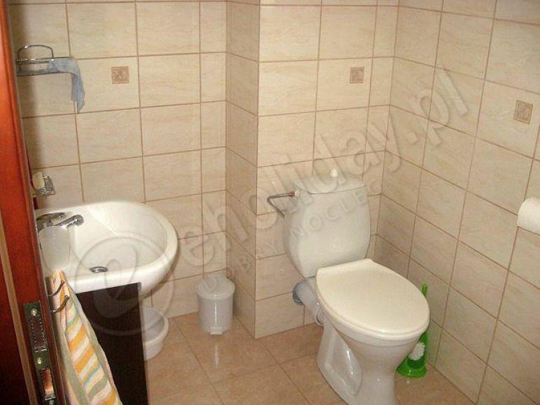 Łazienka na dole.