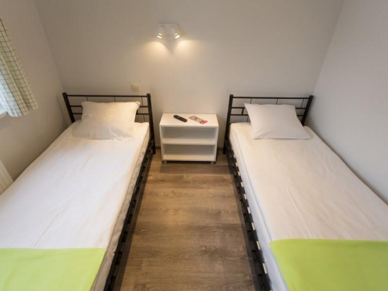 łóżka w pokoju twin