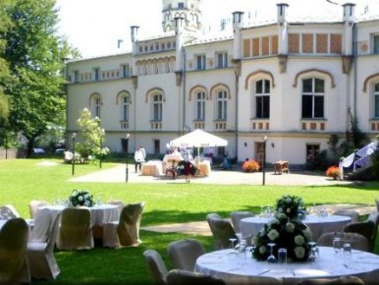 Pałac w Paszkówce ****