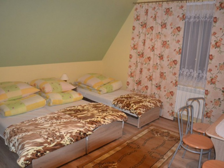 Pokój 3 osobowy z łazienką i balkonem.
