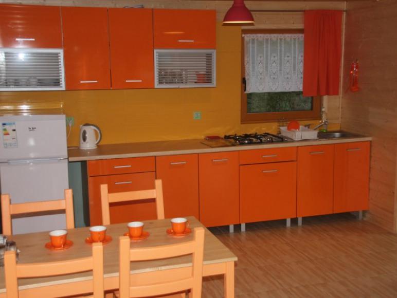D. Pomarańczowy Wczasy w domkach nad morzem w Sztutowie