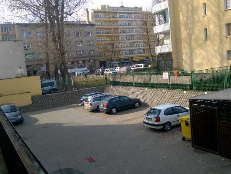 bezpłatny zamknięty parking