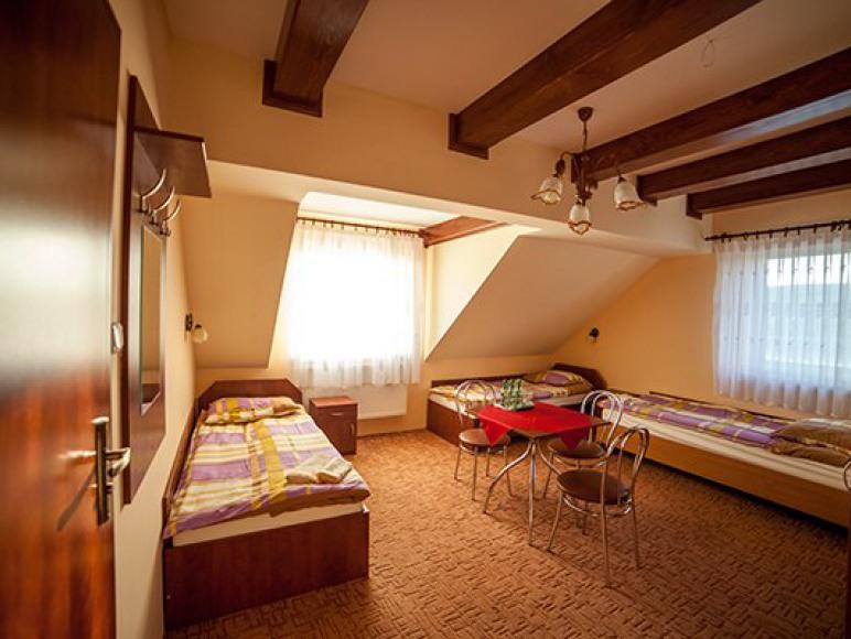 "Hotel - Restauracja - Bar ""Pod Jaskółką"""