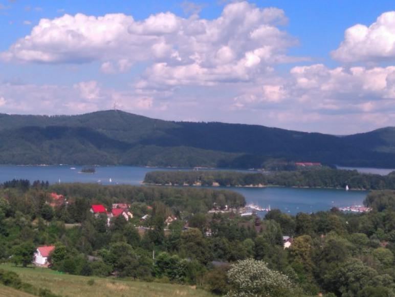 Jezioro i wyspa - punkt widokowy
