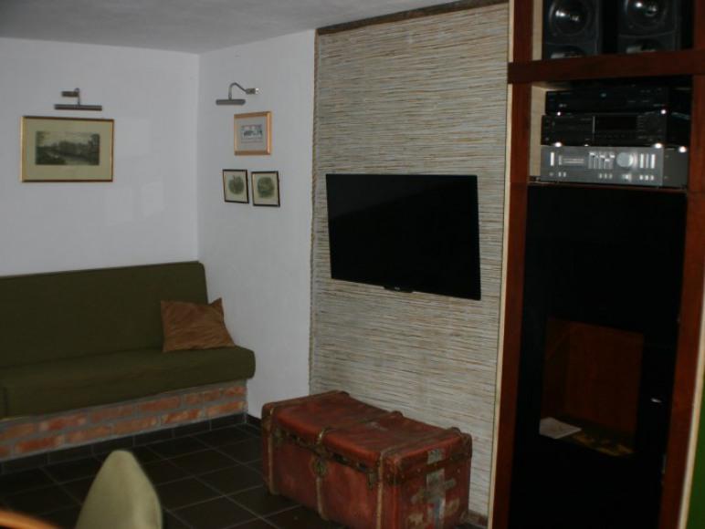 Piwnica - sala telewizyjna