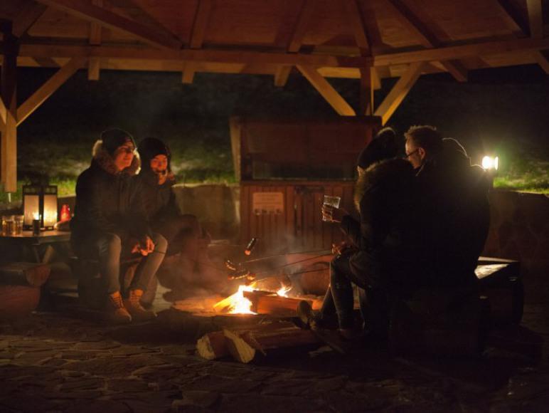 Zadaszona altana z miejscem na ognisko, grill