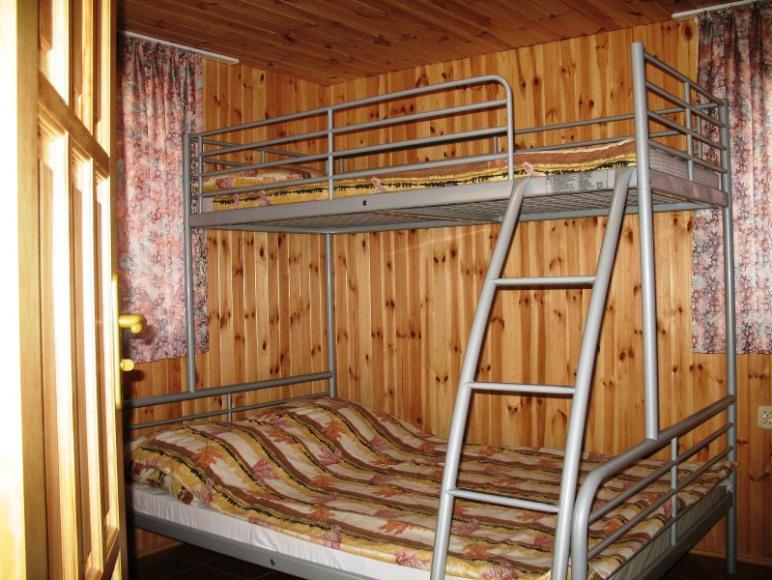 łożko w 2-osobowym z dostawką