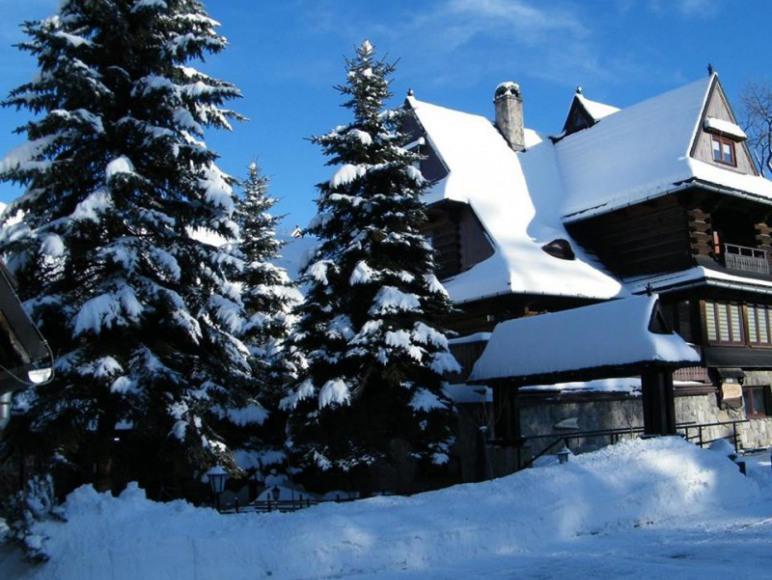 widok na ośrodek zimą