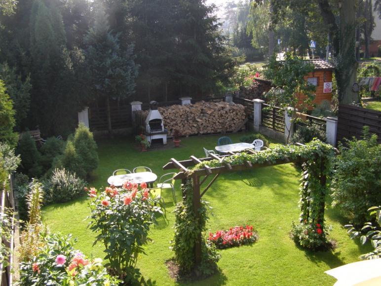 widok ogrodu z tarasu
