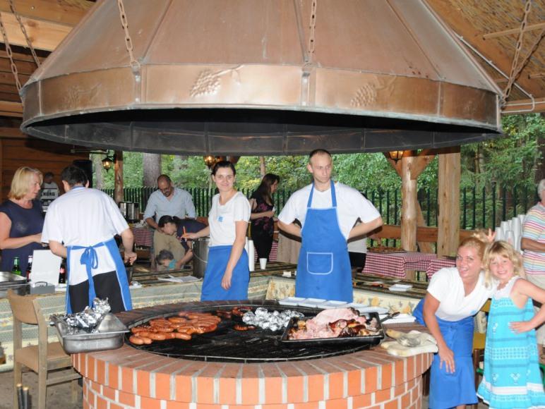 Pawilon grillowy - miejsce kolacji i imprez plenerowych
