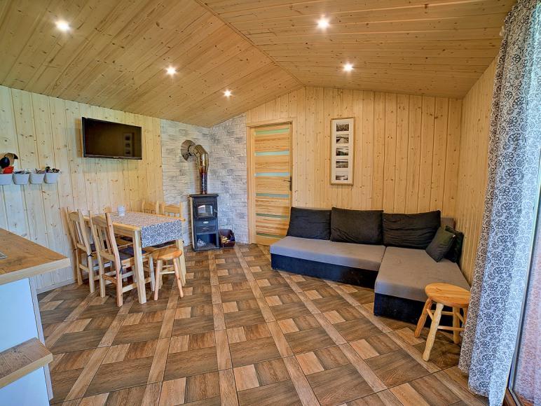 Domek drewniany nad jeziorem Raduńskim