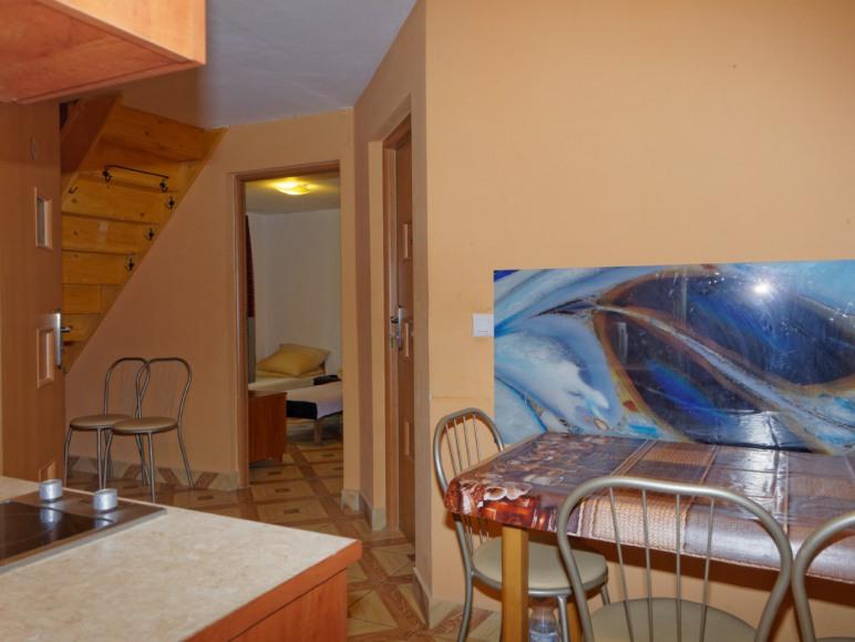 Aneks kuchenny na parterze dla pokoi 2 i 3 osobowych