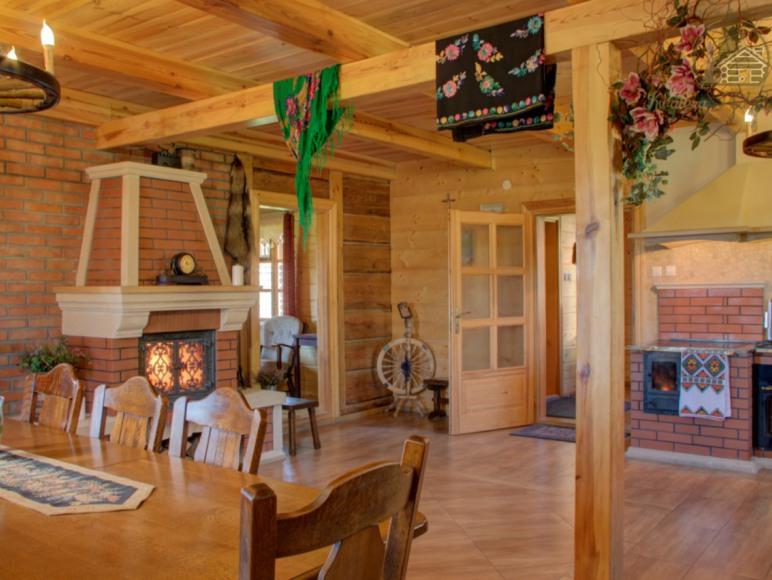 Salon z kuchnią i jadalnią