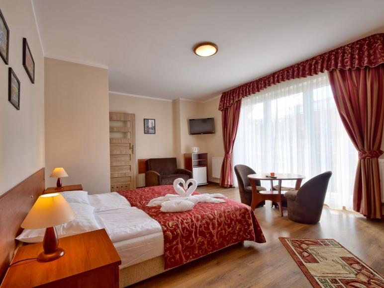 pokoje duże przestronne z łazienkami i z balkonami