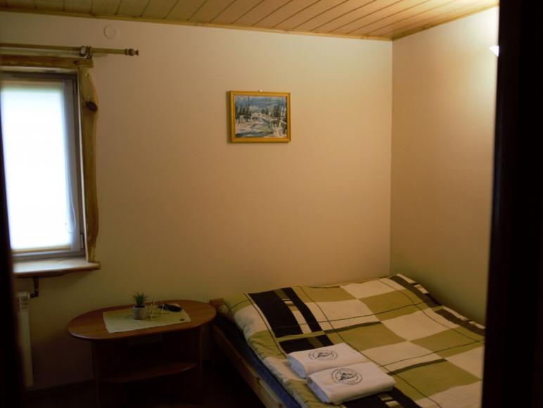 Na zdjęciu mamy pokój dwuosobowy