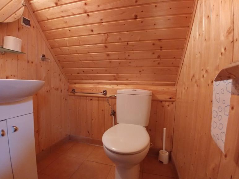 WC z umywalką na górze