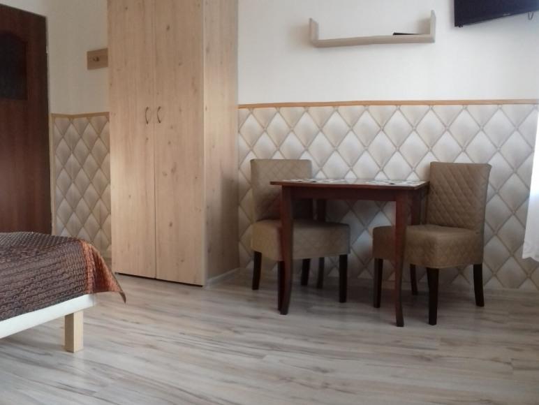 pokój 2os z oddzielnym wejściem, łazienką i aneksem kuchennym