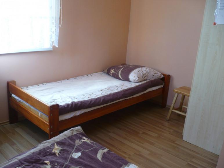 pokój studio skład się z 2 pokoi łazienki ,aneksu kuchennego i oddz. wc.