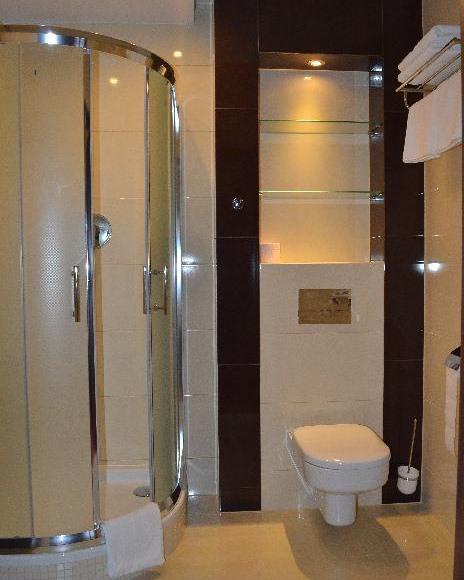 Zajazd na Królewskiej - łazienka pokoju premium