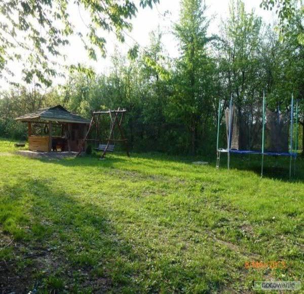 Domek grillowy, plac zabaw i trampolina