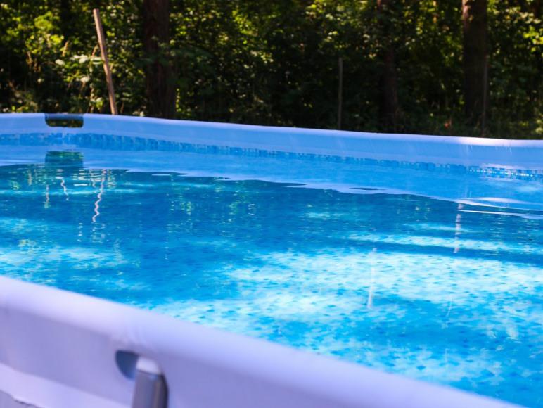 W sezonie letnim do dyspozycji naszych gości jest plaża i naziemny basen