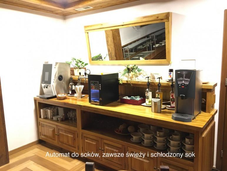 Ekspres do kawy, dystrybutor do soków oraz wrzątku