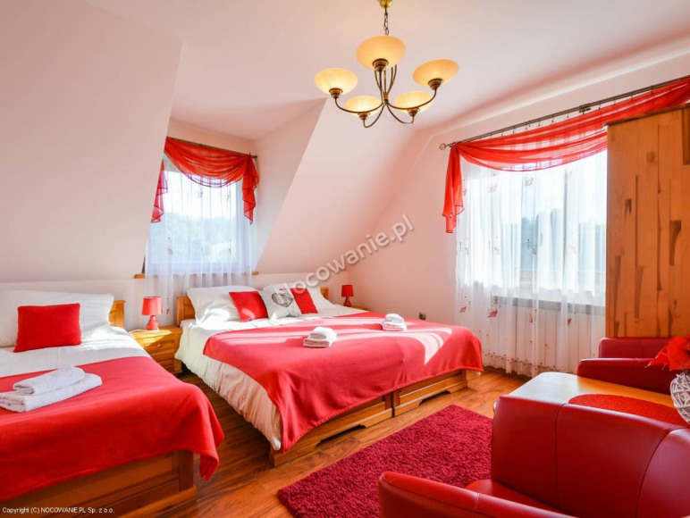 pokój czerwony - trzyosobowy