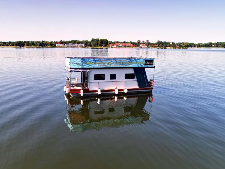 Houseboat Poland- pływający domek na wodzie