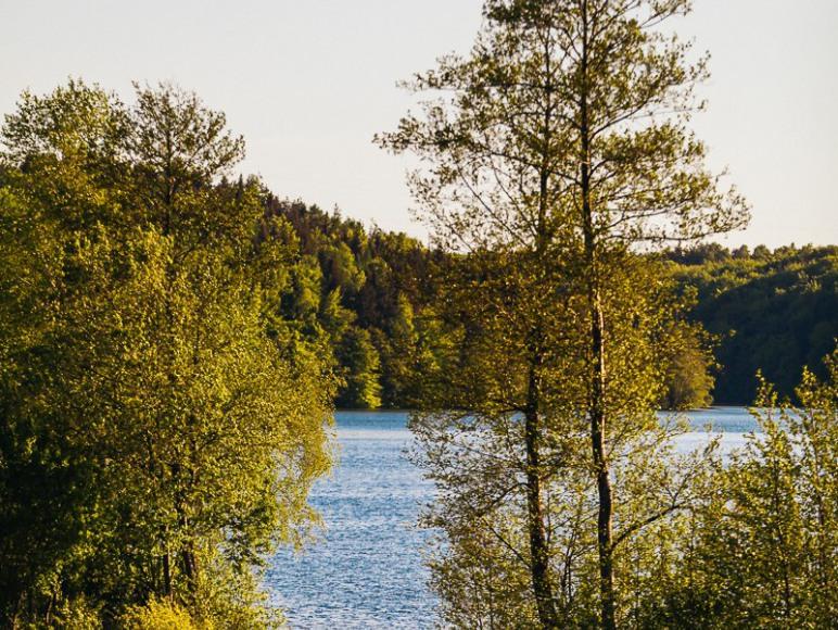 Jezioro 300 m od domków