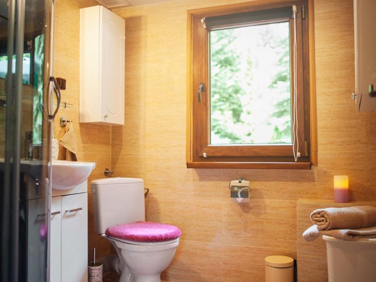 Łazienka z ubikacją
