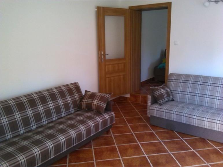 Większy pokój - mieszkanie brązowe
