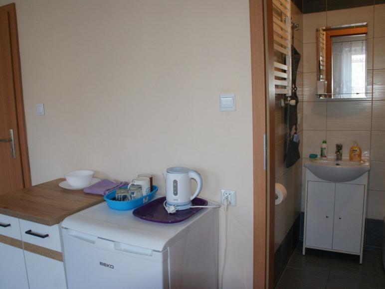 Pokój 2 osobowy nr 2 z łazienką, balkone, aneksem