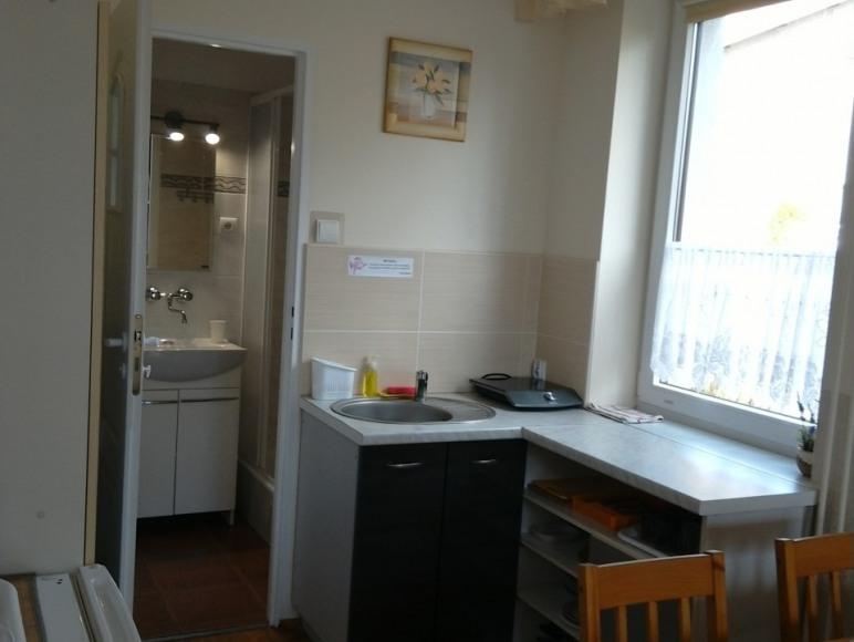 pokój nr 4 (4 os z łazienką i aneksem kuchennym)
