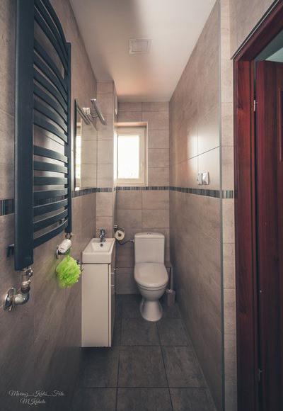 Toaleta z prysznicem na parterze