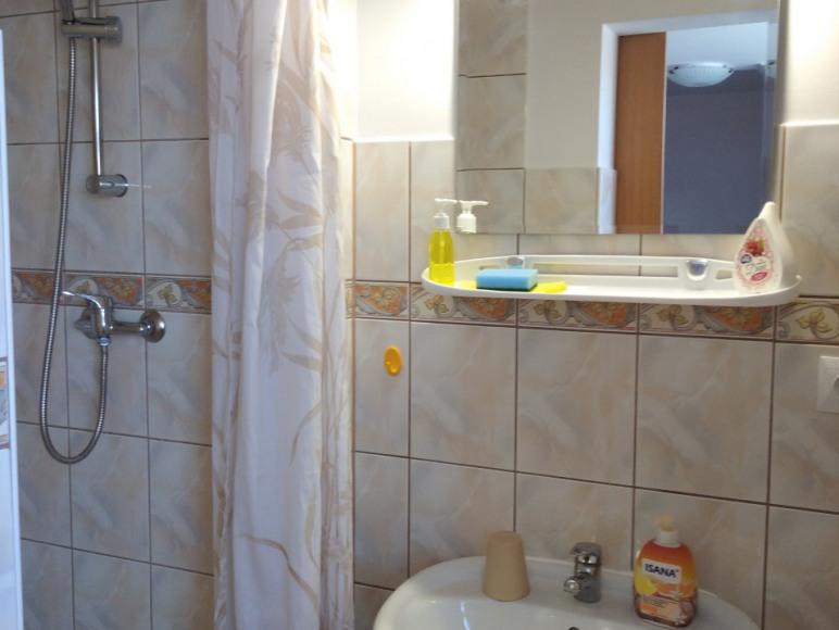 pokój nr 8 (2 os. z łazienką