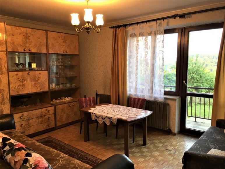 Pokój z balkonem w apartamencie