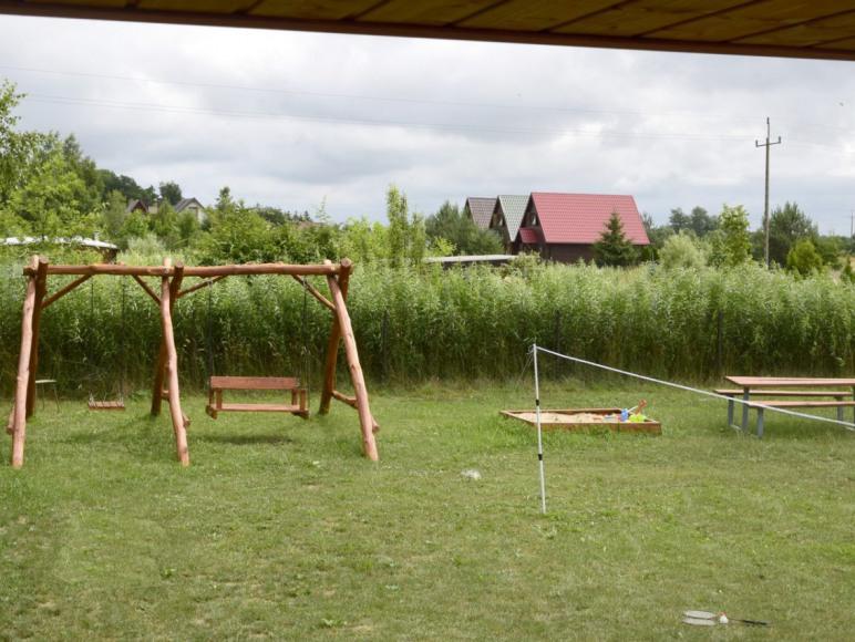 Domki u Pati nad morzem w Jezierzanach koło Jarosławca - plac zabaw