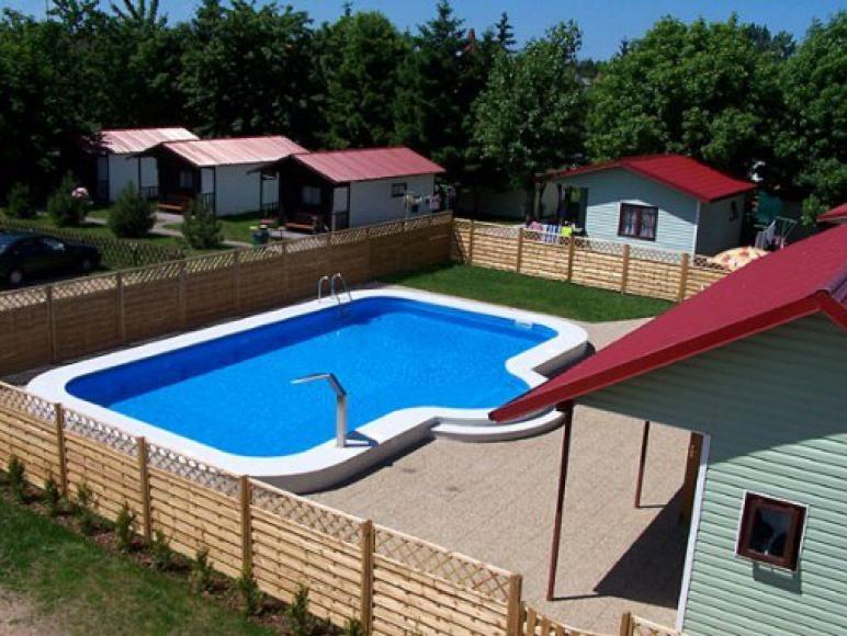 basen przy pensjonacie