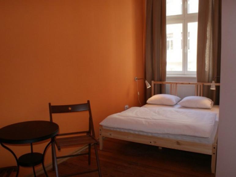 pokój 2 osobowy z dużym łóżkiem